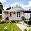 Walton Cottage – Self contained – Premium King